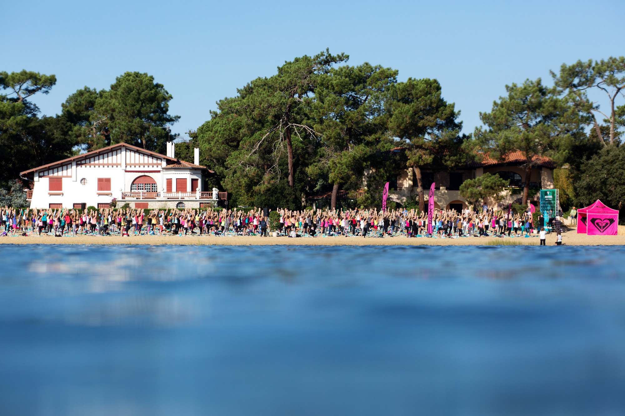 Thousands of girls take up the #ROXYfitness Challenge in Hossegor, France
